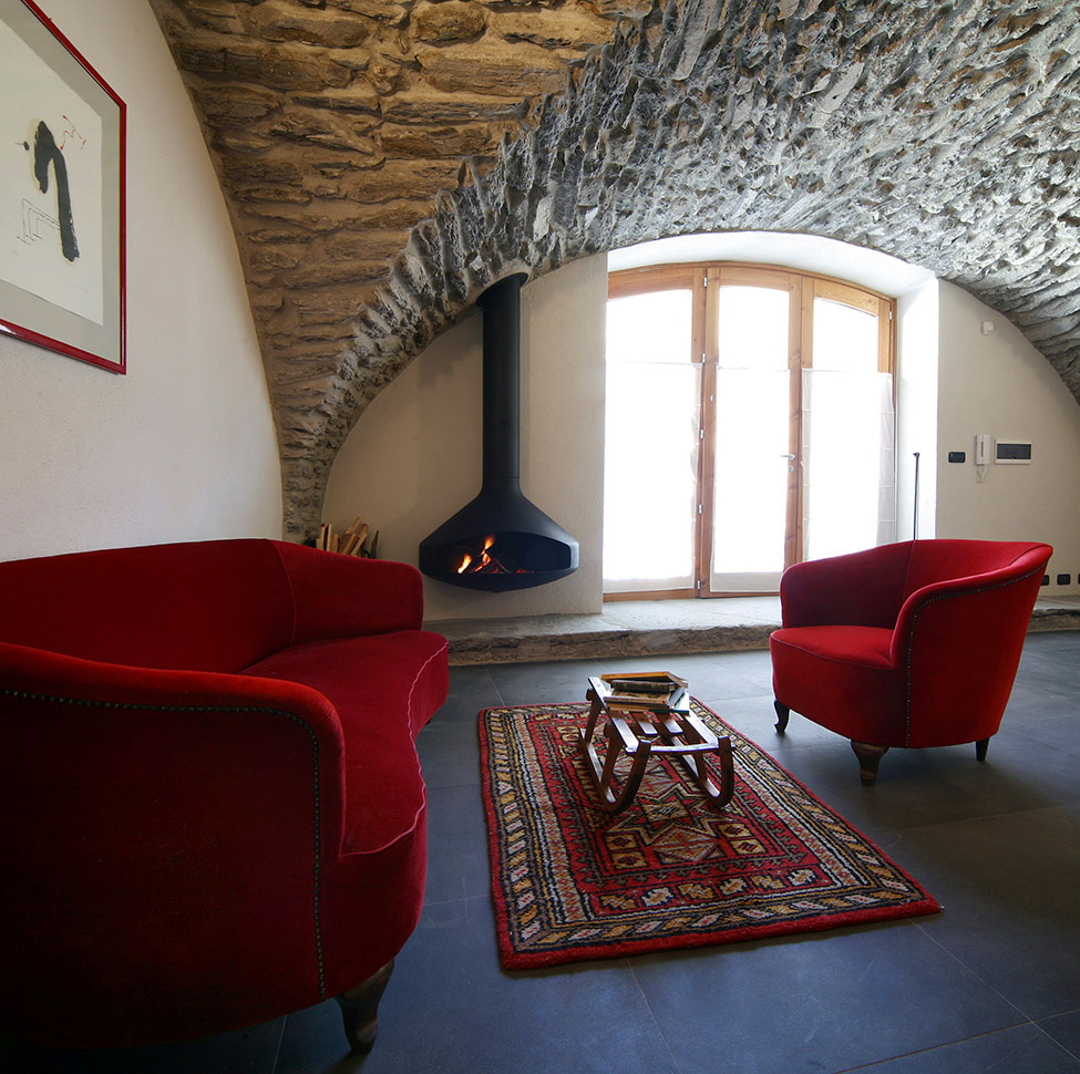 Stone Vaulted Modern Apartment