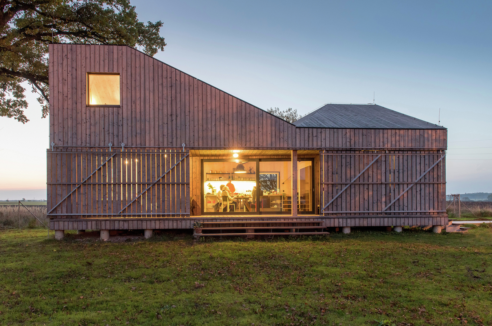 Small Timber-Framed Country House In Eastern Bohemia | iDesignArch ...