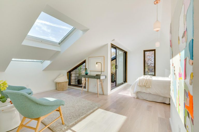 namas Toronto-Beaches-Energy-Efficient-Modern-Home_10-768x511