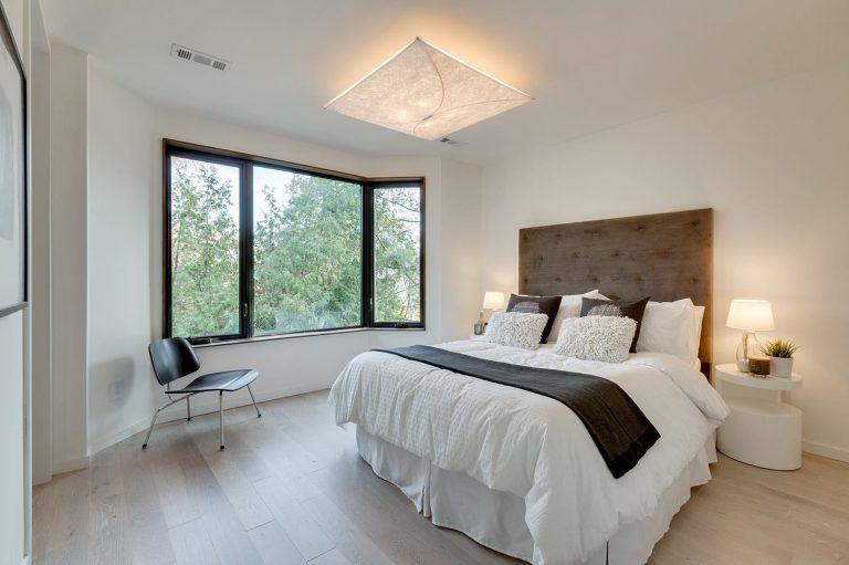 namas Toronto-Beaches-Energy-Efficient-Modern-Home_13-768x511
