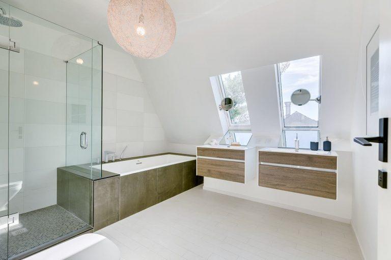 namas Toronto-Beaches-Energy-Efficient-Modern-Home_14-768x511