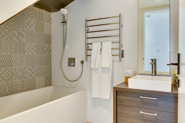 namas Toronto-Beaches-Energy-Efficient-Modern-Home_15-768x511