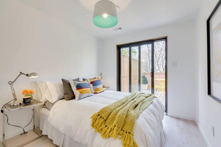 namas Toronto-Beaches-Energy-Efficient-Modern-Home_16-768x511