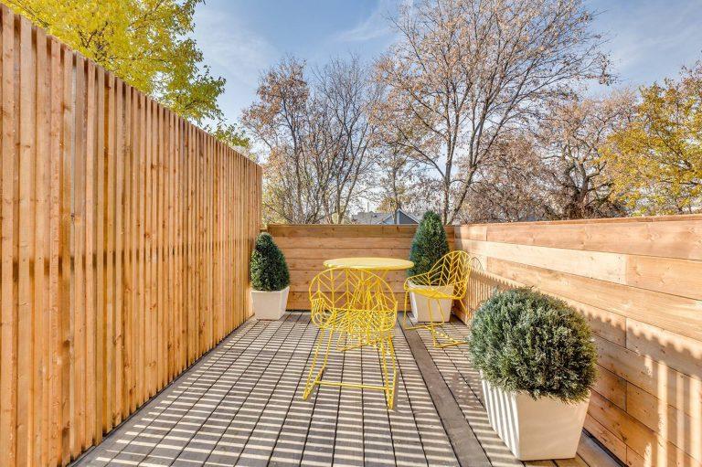namas Toronto-Beaches-Energy-Efficient-Modern-Home_18-768x511
