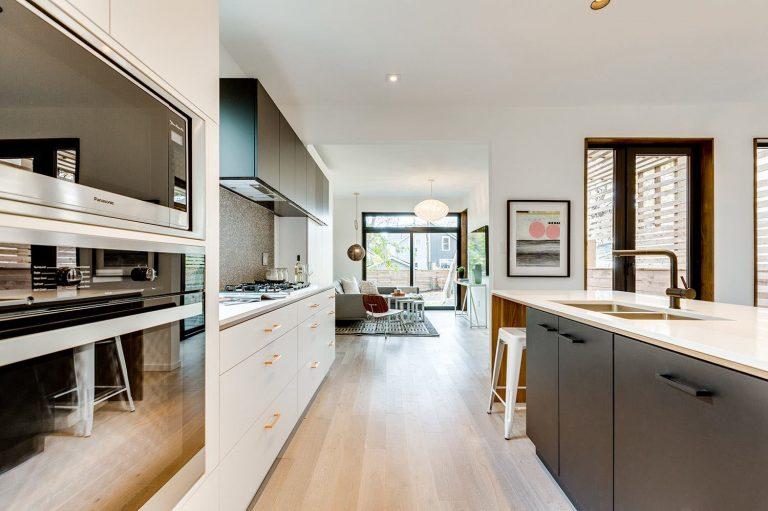 namas Toronto-Beaches-Energy-Efficient-Modern-Home_6-768x511