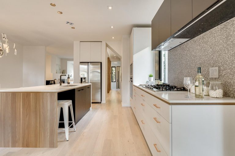 namas Toronto-Beaches-Energy-Efficient-Modern-Home_7-768x511