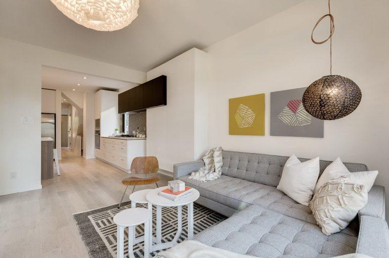 namas Toronto-Beaches-Energy-Efficient-Modern-Home_8-768x511