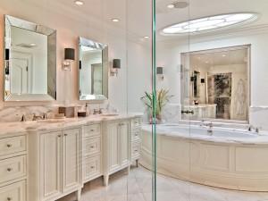 Traditional-Home-Bathroom
