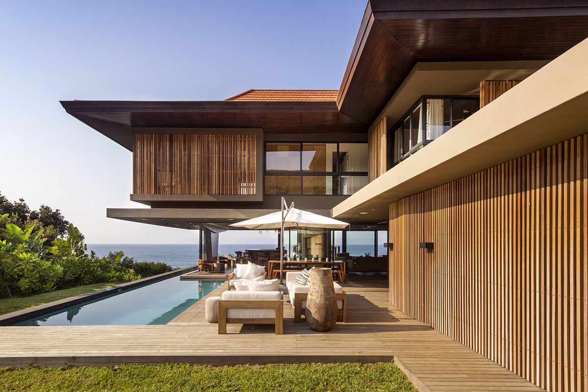 Coastal Home With Tropical Modern Architecture And