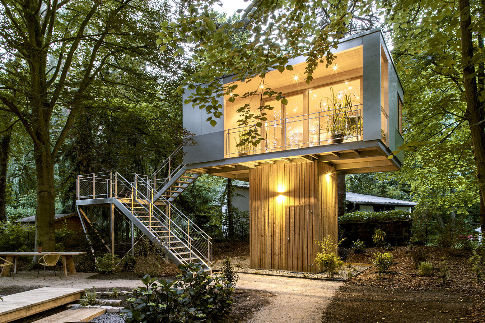 Modern Treehouse In The City