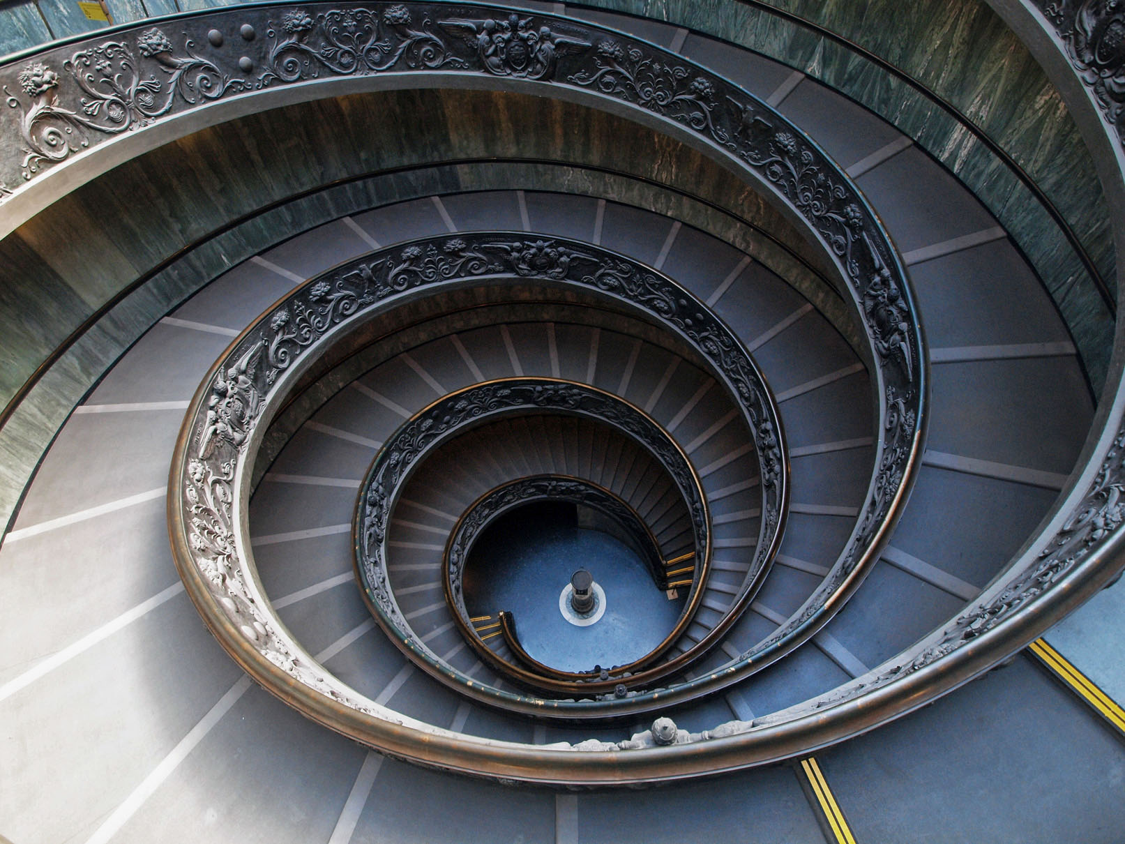 Vatican-Museum-Spiral-Staircase