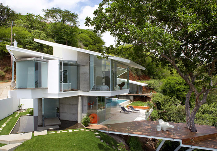 Cliff Side House In Costa Rica Embraces Natural Wonder