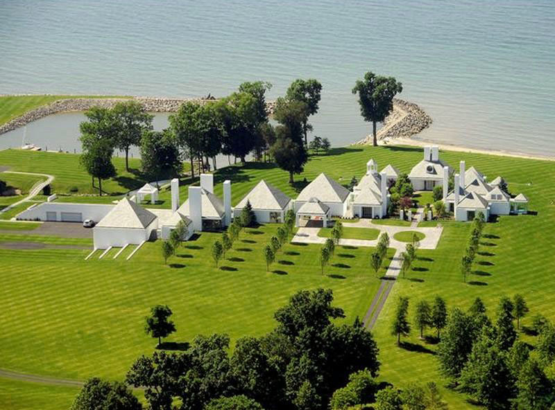 Modern-Estate-Lake-Erie