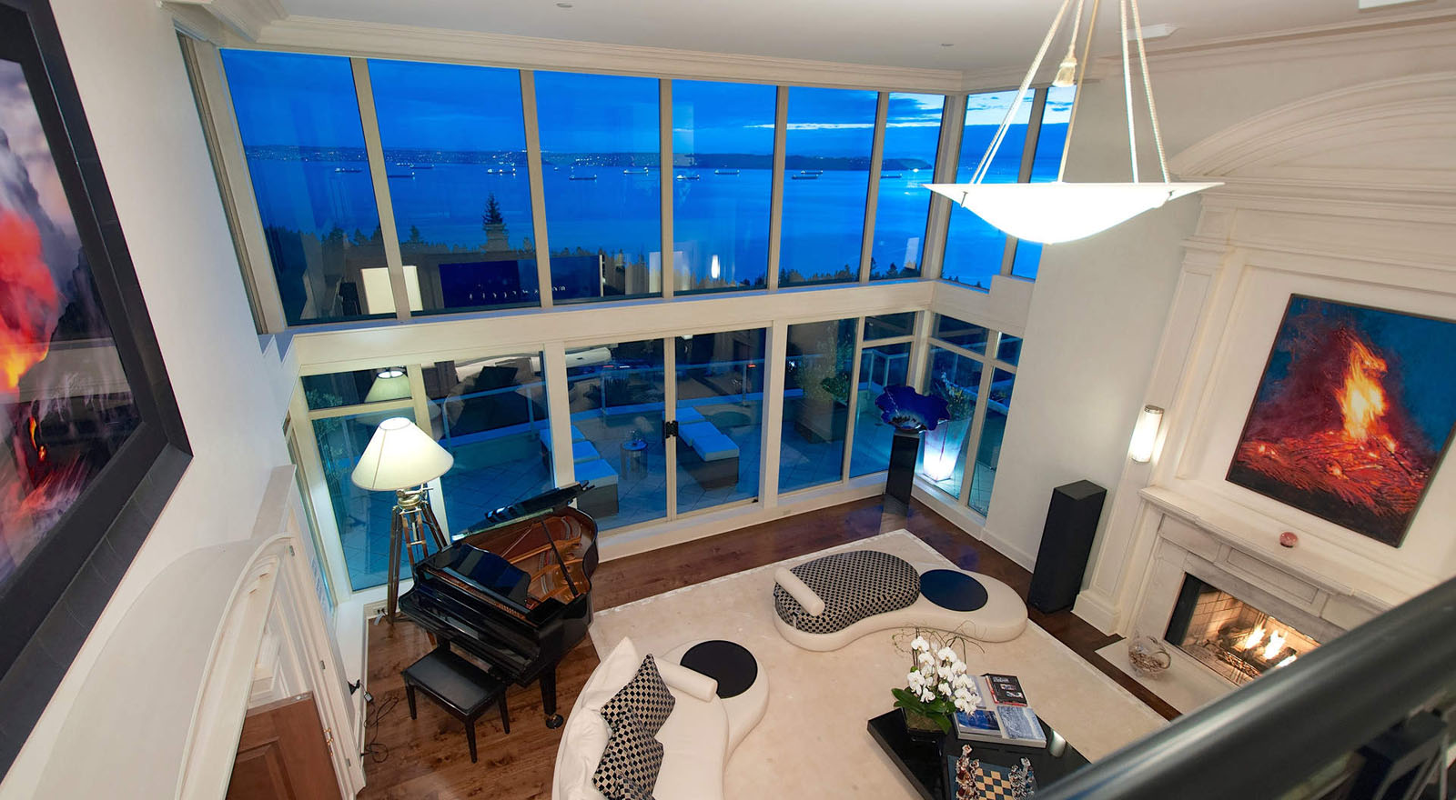 Penthouse In West Vancouver With Panoramic Views