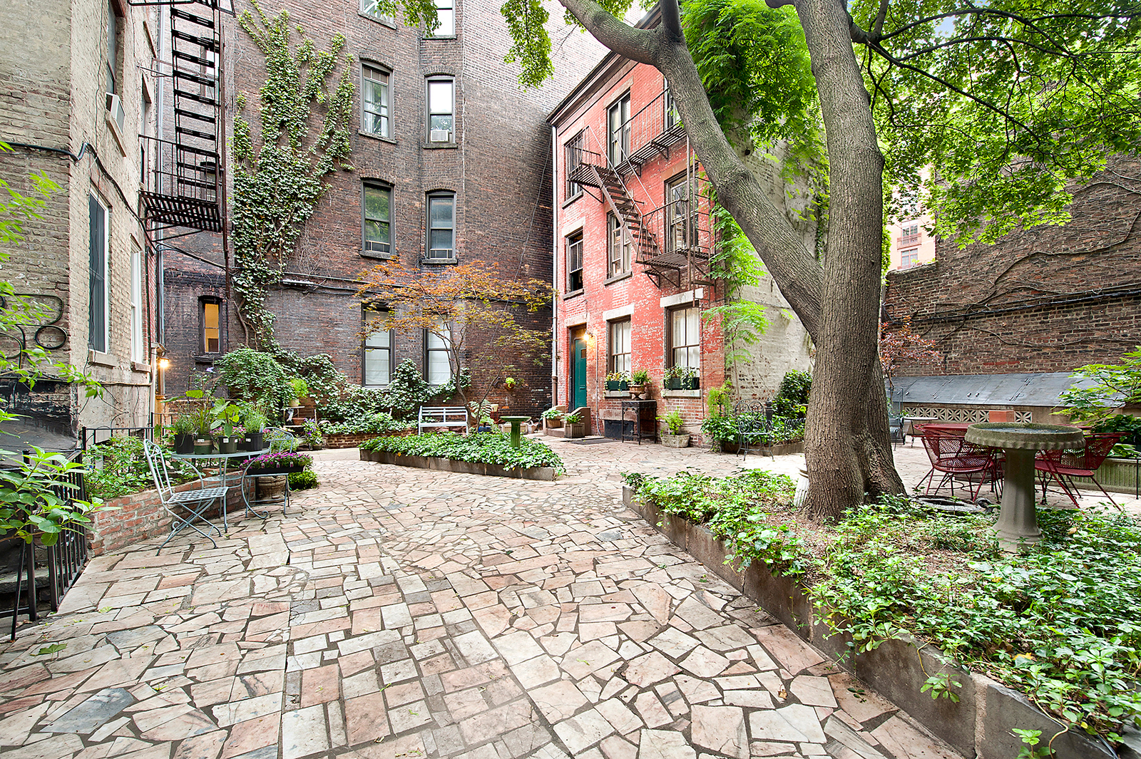 Tiny Home Designs: Cozy Hidden Gem In New York's West Village With Secret